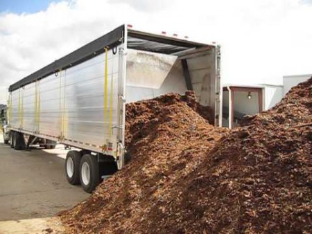 Trailer Unloading Mulch 1